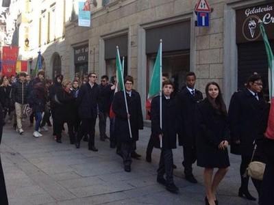 18 novembre 2017 Il corteo dopo la cerimonia commemorativa.